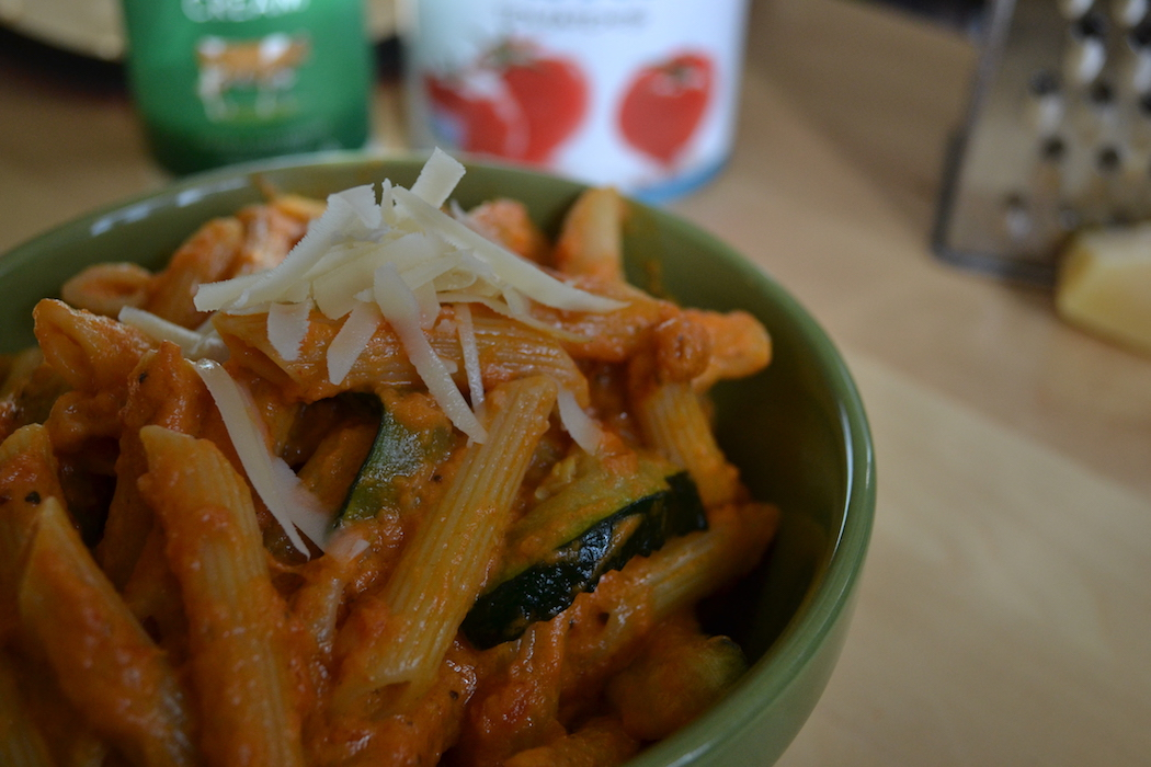This easy Penne a la Vodka is roasted in the oven. A hands-off easy recipe. Find the recipe on BigTasteTinySpace.com